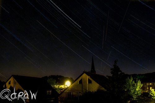 Sterrenfotografie (juli 2013) - Night star photography Church and houses 2