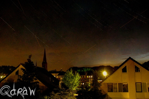 Sterrenfotografie (juli 2013) - Night star photography Curch and Houses 1