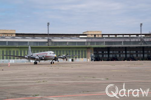 Flughafen Berlin-Tempelhof (2017) Troop carrier; vliegtuig, troop carrier, hangar